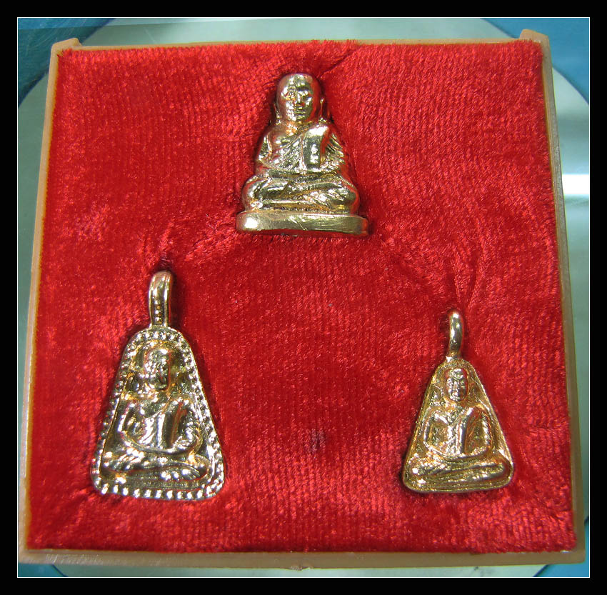 หลวงพ่อเงิน รุ่น พิเศษ ปี 2525 เนื้อทองเหลืองกาหรั่ยทอง กล่องเดิมจากวัด ฝากล่องไม่มีครับ
