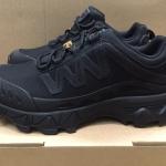 รองเท้าเดินป่า New Magnum สีดำ