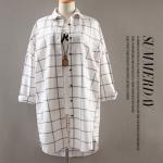 เสื้อเชิ๊ตคลุมท้องลายตาราง สีขาว