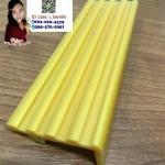 จมูกบันไดพีวีซีสีทอง กว้าง1.5นิ้ว (กว้าง35mm. x 15mm.)