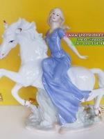 ตุ๊กตาพอร์ซเลนตกแต่งบ้าน รูปหญิงสาวนั่งบนม้า