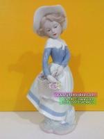 ตุ๊กตาเรซิ่นสไตล์วินเทจตกแต่งบ้านเก๋ๆ รุ่นหญิงสาวสวมหมวกและถือตะกร้าดอกไม้