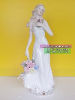 ตุ๊กตาพอร์ซเลนตกแต่งบ้าน รูปหญิงสาวยืนถือกระเช้าดอกไม้