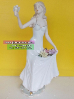 ตุ๊กตาตั้งโต๊ะพอร์ซเลนตกแต่งบ้าน รูปหญิงสาวเล่นกับนกน้อย งานเนี๊ยบเนียนสวยหรู