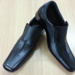 รองเท้าหนังแท้ใส่ทำงาน หนังแท้สีดำ แต่งลายเชือกด้านหน้า